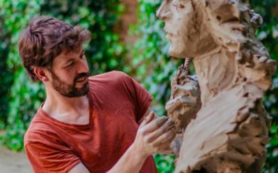 L'escultor Martín Lagares subhasta un dels seus busts en favor de l'obra social de la Archicofradía de María Auxiliadora de La Palma del Condado
