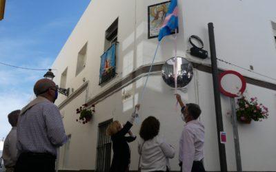 Una nova rajola recorda l'amor cap a Maria Auxiliadora transmès de generació en generació a la ciutat Rota