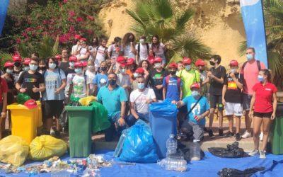 Salesians El Campello retira de les platges 70 quilos de burilles i desenes de quilos de residus gràcies al projecte 'Mares circulares'