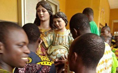 Una imagen de María Auxiliadora llega a Benín desde Córdoba para cumplir el deseo de César