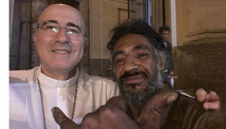 Fotonoticia: El Cardenal Sturla vive una navidad diferente en medio de los pobres