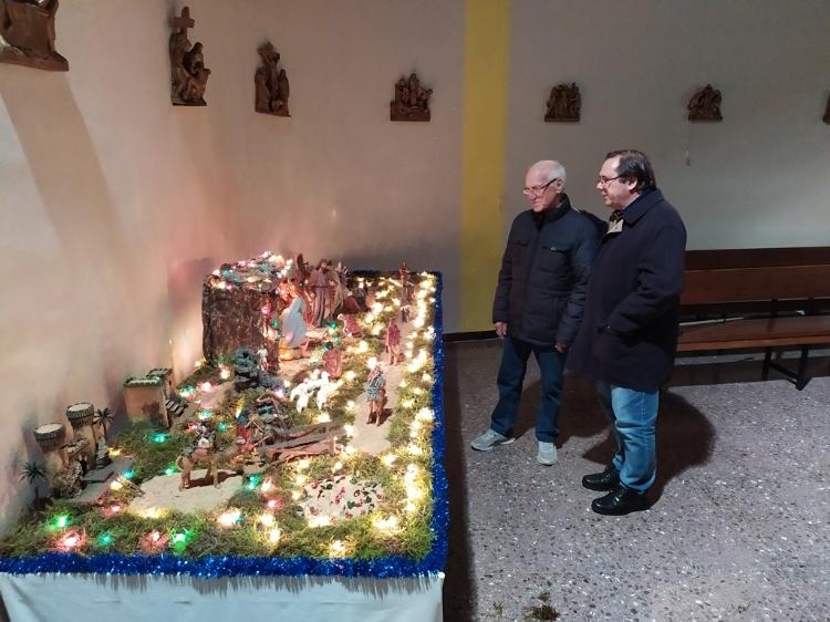 El parroquiano Baldomero, 40 años haciendo el pesebre en Salesianos Ciutat Meridiana