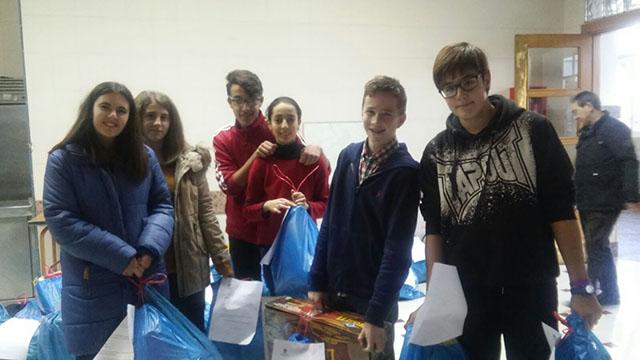 """Los alumnos de Salesianos La Almunia participan en la campaña de Navidad """"Rey mago por un día"""""""