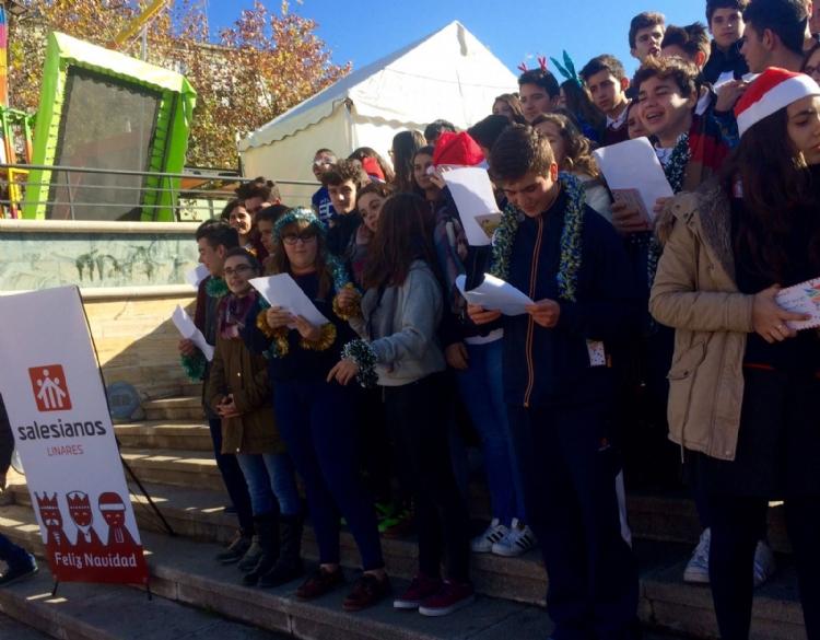 Fotonoticia: villancicos y solidaridad en Salesianos Linares