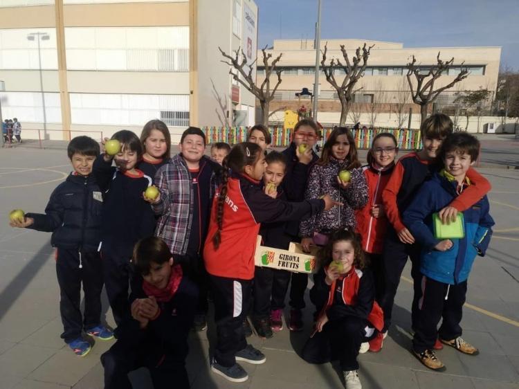 Fotonoticia: Salesianos Sant Boi participa en el programa de consumo de fruta en las escuelas