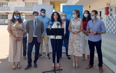 La Asociación Juvenil Carabela de Huelva recibe la visita de la consejera de Igualdad, Políticas Sociales y Conciliación de la Junta de Andalucía