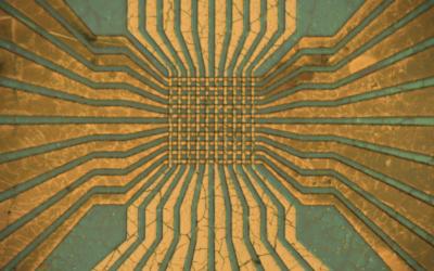 El profesor Mario Lanza, exalumno de la EUSS, portada de la revista Nature Electronics gracias a una investigación revolucionaria sobre redes neuronales artificiales