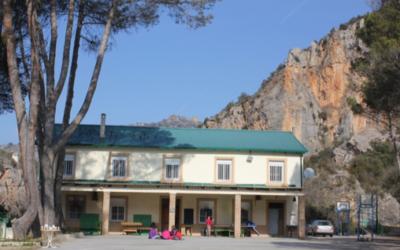 La Asociación Juvenil de Salesianos Monzón mantiene su casa de colonias de verano al lado del pantano de Barasona