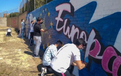 Salesianos Huelva mira a Europa con la obra del artista urbano Víctor Romero